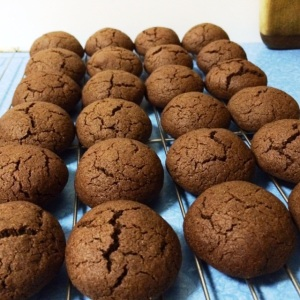 choc cream biscuits rack