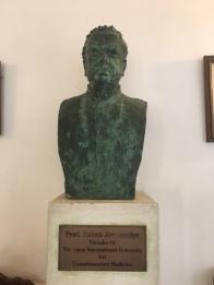 Sri Lanka acu college SAJ statue